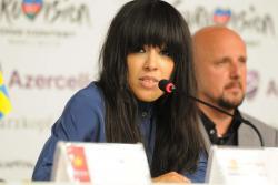 Победительница «Евровидения 2012» оскандалилась у себя на родине