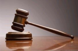 Судью отстранили от работы за гимнастику голышом