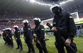 В стычке футбольных фанатов в аргентине пострадали 14 полицейских