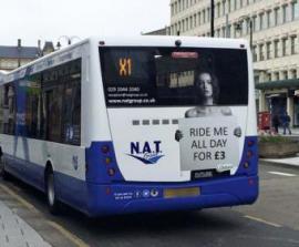 Фото полуголой модели на автобусах возмутило британцев - ФОТО