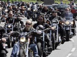 Полиция Германии проводит облавы против группировки байкеров из Голландии