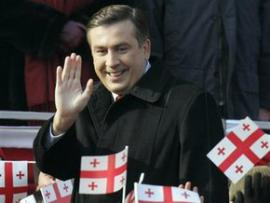 Кортеж Саакашвили закидали камнями