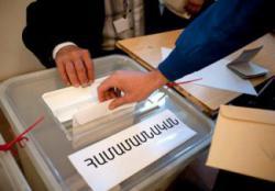 Армянский избиратель съел свой бюллетень с криками «Конец режиму»