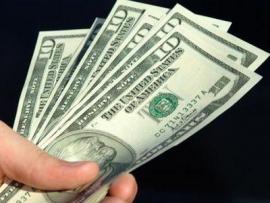 Честному бомжу подарили найденные им 850 долларов
