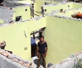 Рассерженная жена унесла из дома все, в том числе окна и крышу