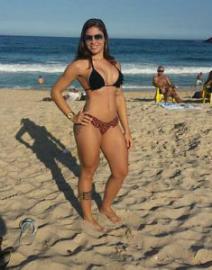 Уборщица из Бразилии стала звездой сети благодаря модельной внешности