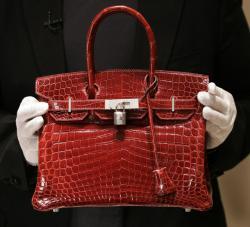 Аукционный дом Christie`s продал самую дорогую в мире сумку